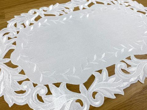 Serwetka haftowana - 30x45 cm - biała - int 471