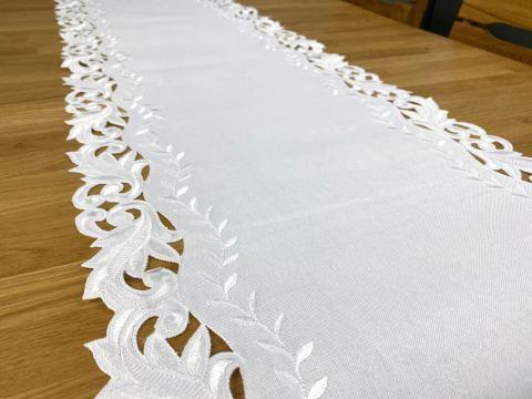 Haftowany Bieżnik - 40x175 cm - biały- int 471- szal