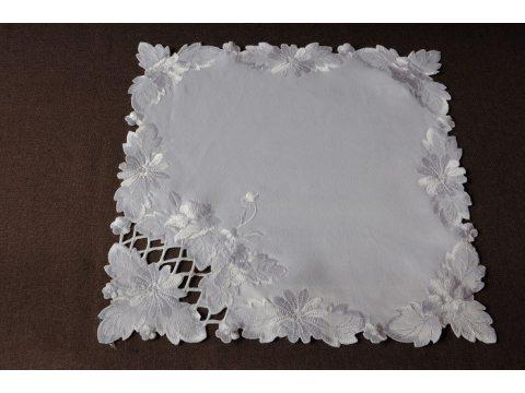 Serwetka haftowana  40x 40  biała  (723)