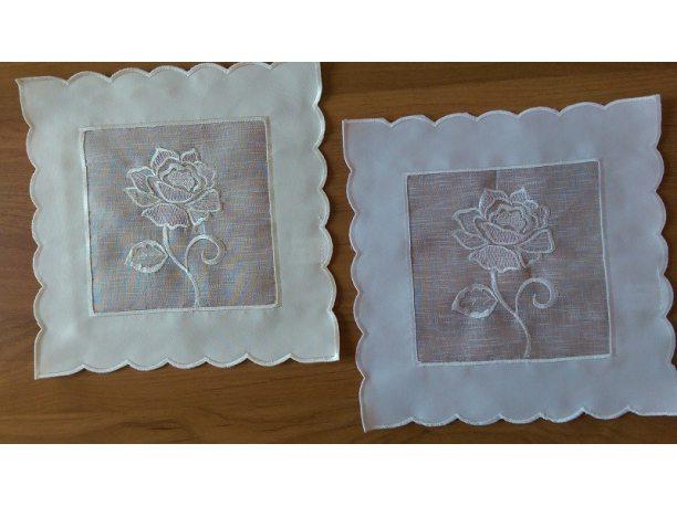 Serwetka  z różą 25x25  biała  (822)