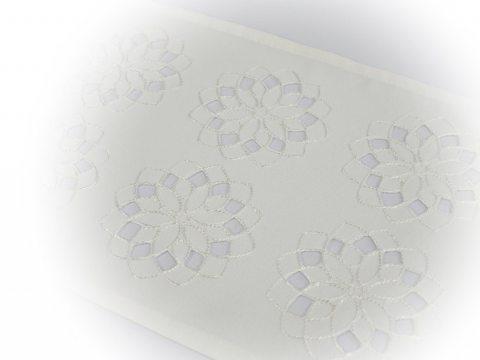 Serwetka haftowana 25 x 40 cm  - int 14604  - Kwiat Biały
