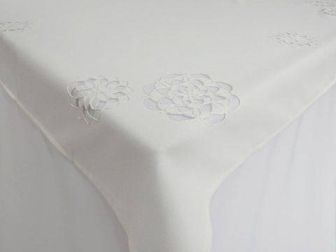Obrus haftowany  140 x 220 cm  - int 14604  - Kwiat Biały