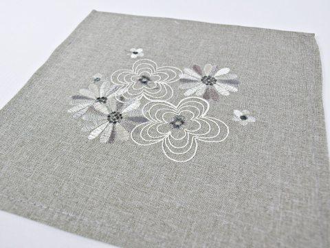 Serwetka haftowana - kwiaty...