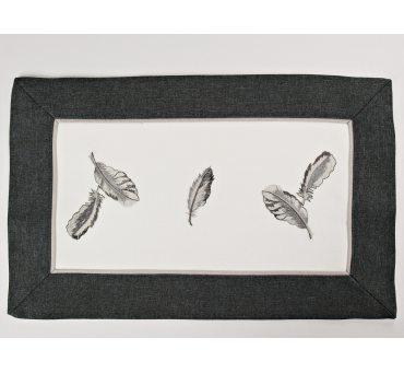 Haftowana serwetka - biały - grafit - 30 x 45 cm Piórka - 9340