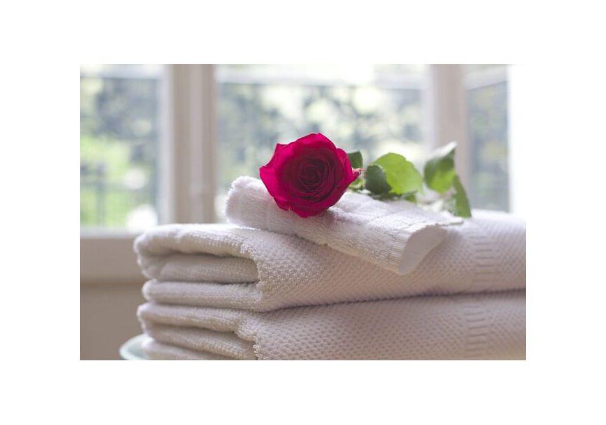Dlaczego ręczniki po praniu są szorstkie i śmierdzą? Mamy na to sposoby!